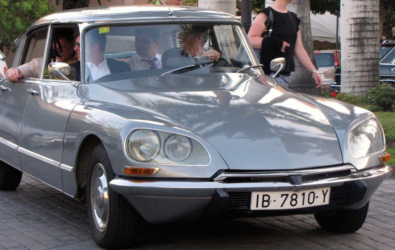 Limusinas y coches antiguos